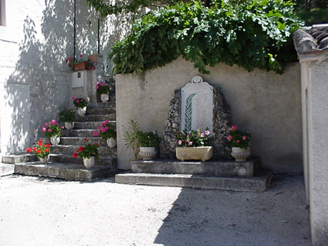 Belvèze monument aux morts